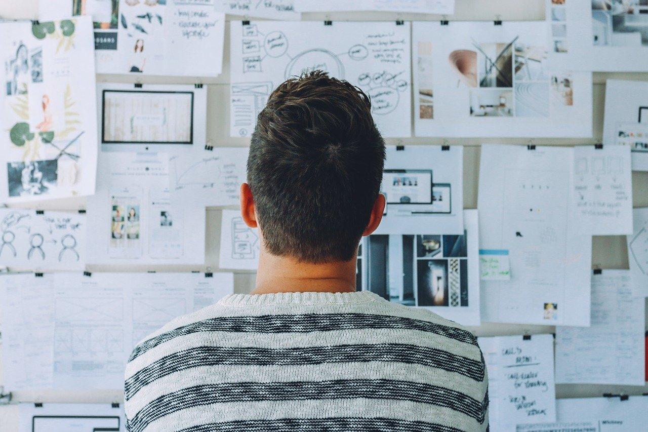 startup-whiteboard-room-3267505.jpg